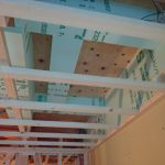 階間エアコンの天井裏